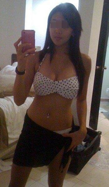 Jolie chinoise adorant les plans pipe