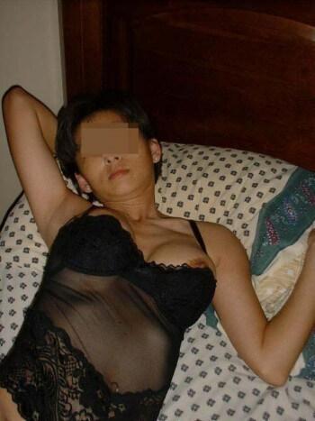 Japonaise salope de Montluçon pour une rencontre baise