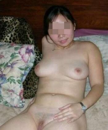 Salut les gars, ben c'est Marie-Louise. J'ai 21 ans, je suis une asiatique sexy vraiment bandante, et avec des fesses très sexy. En ce moment j'ai un peu de temps alors je poste sur ce site simplement pour élargir ma liste de contacts et trouver un homme de 30 à 60 ans qui cherche un plan cul. Je suis une belle gonzesse et j'ai envie de sexe pour me changer les idées donc répondez moi vite, vous ne serez pas décus. Au revoir.